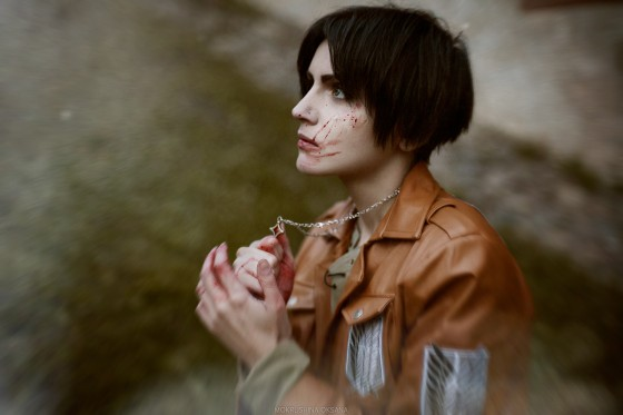 attack of titan cosplay Eren01
