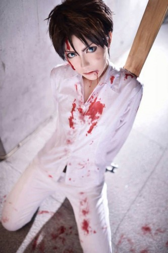 attack of titan cosplay Eren04