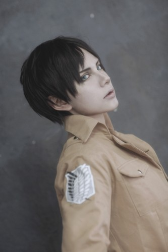 attack of titan cosplay Eren14