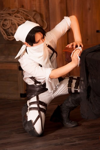 attack of titan cosplay levi01