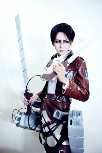 attack of titan cosplay levi10
