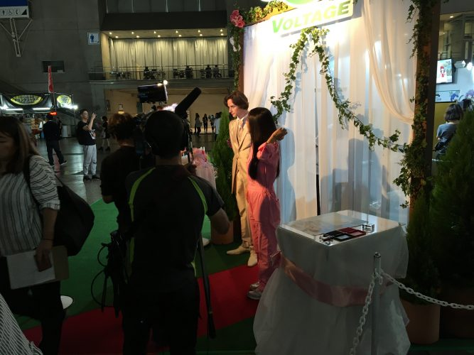 Wedding-Ceremony-VR-1-560x420 VOLTAGE Holds Successful Marriage Ceremony VR Experience Where You Marry 2D Ikemen at Tokyo Game Show 2017!
