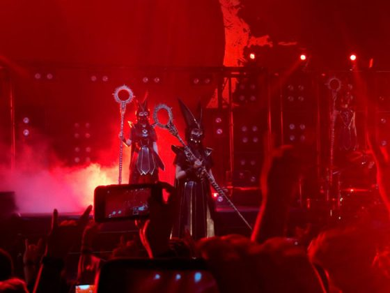 line-BABYMETAL's-Concert-capture-560x315 BABYMETAL Concert Review: Where Dark and Light are One