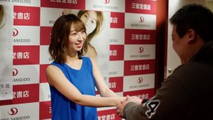 Japanese voice actress Riho Iida has released her photo book and held a handshake event.