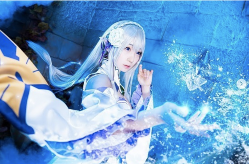 Moe Iori Brings Emilia to Life in Her Picture-Perfect Re:Zero Cosplay!!!