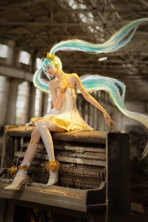 Cosplayer SeeU Wins Hearts and Followers with Her Epic Hatsune Miku and FGO Cosplay